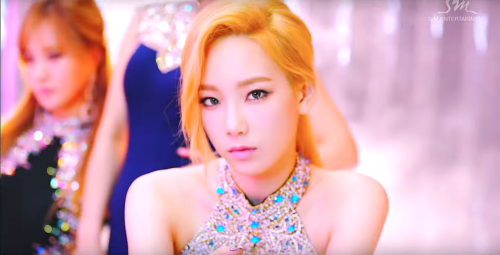 Girl's Generation/SNSD karatasi la kupamba ukuta with a portrait entitled wewe think taeyeon