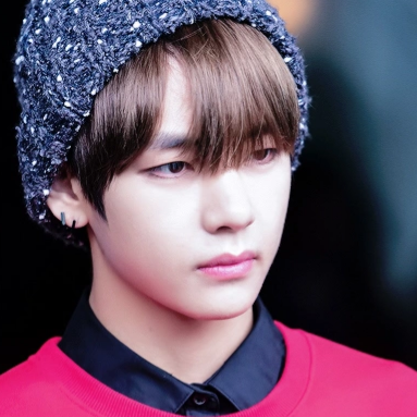 V (BTS) Обои possibly with a bonnet called ♥ Kim Taehyung ♥