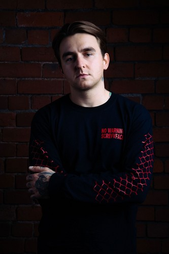 Bring Me The Horizon karatasi la kupamba ukuta with a jersey entitled Matt Nicholls Upset Magazine Portrait
