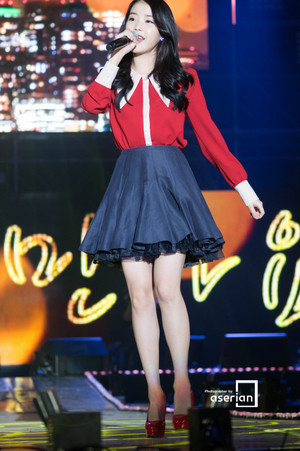 141017 IU at Lotte Card MOOV - موسیقی in Incheon کنسرٹ