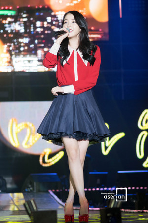 141017 IU at Lotte Card MOOV - musique in Incheon concert