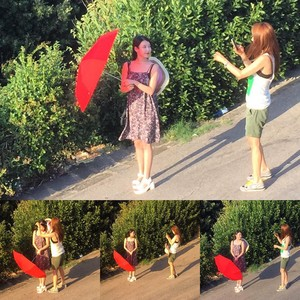 150804 IU and Yoo Inna in Florence Italy by Sinyoung Oh on Instagram