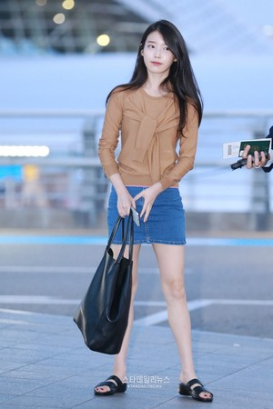 150828 아이유 at Incheon Airport Leaving for Shanghai
