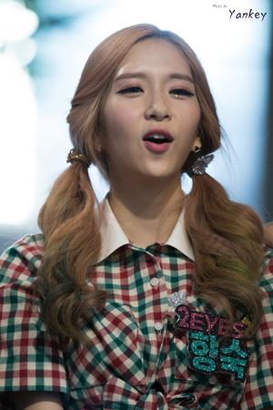 150906 2EYES Hyangsuk Hongdae Guerrilla show, concerto