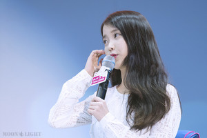 150908 IU at Samsung Play the Challenge Talk کنسرٹ