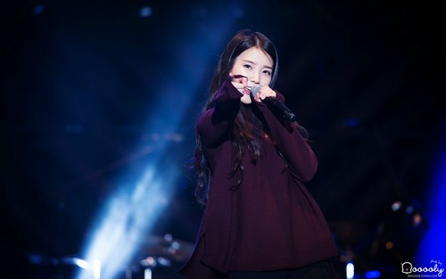 IU kertas dinding containing a konsert called 150919 Melody Forest Camp - IU 1920x1200