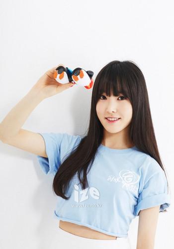 GFriend wallpaper with a portrait titled 2015 Yuju Ize foto