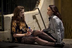 2x17 - Love and War - Tara and Miss Raine
