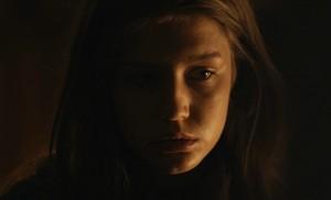 Адель Exarchopoulos as Marie Louise in Voyage vers la mère
