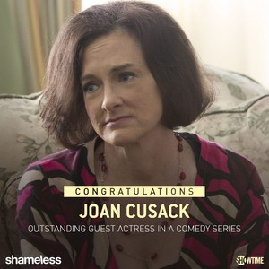 After 5 consecutive nominations for her Sheila on Shameless, Joan Cusack took প্রথমপাতা Emmy স্বর্ণ
