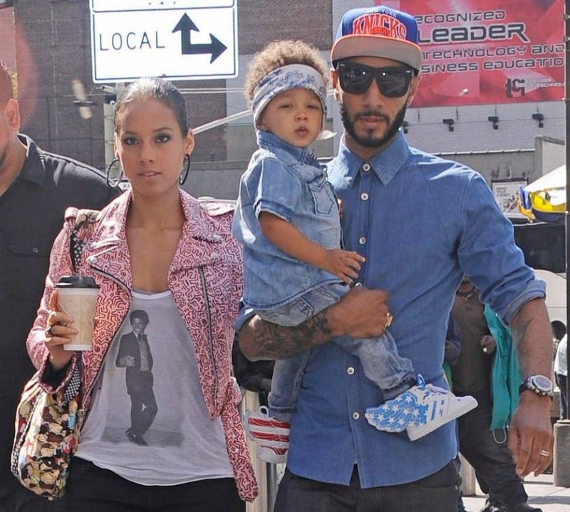 Alicia Keys got her michael jackson कमीज, शर्ट on