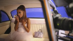 Ari oleh Ariana Grande (Behind The Scenes)