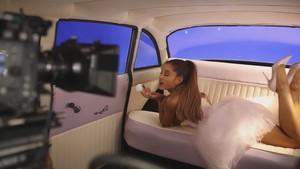 Ari door Ariana Grande (Behind The Scenes)