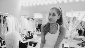 Ari سے طرف کی Ariana Grande (Behind The Scenes)