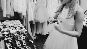 Ari Von Ariana Grande (Behind The Scenes)