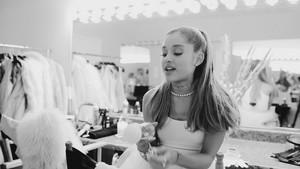 Ari によって Ariana Grande (Behind The Scenes)