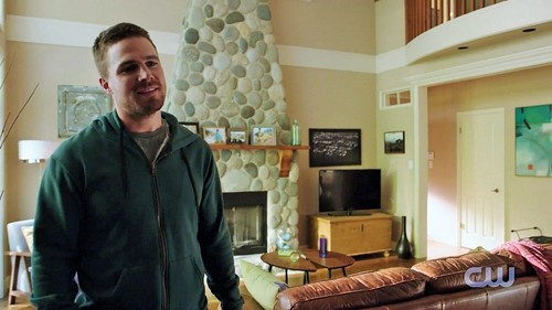 Oliver & Felicity वॉलपेपर with a family room, a living room, and a drawing room entitled ऐरो Season 4 Trailer: Olicity