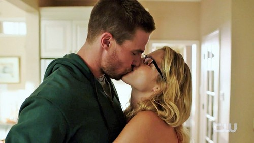 Oliver & Felicity fond d'écran possibly containing a portrait titled Arrow Season 4 Trailer: Olicity