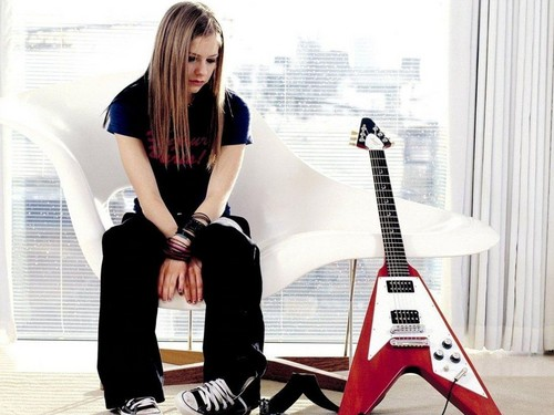avril lavigne fondo de pantalla probably containing a well dressed person titled Avril Lavigne fondo de pantalla ♥