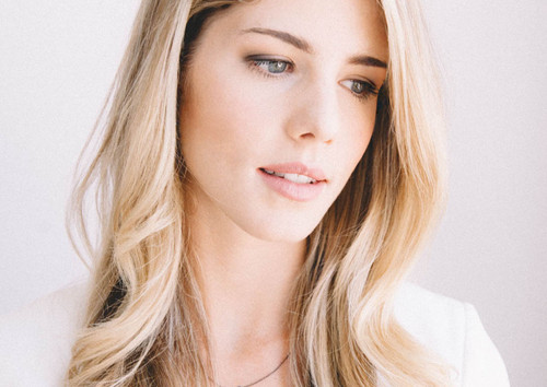 Emily Bett Rickards fond d'écran with a portrait called EBT New Outtakes