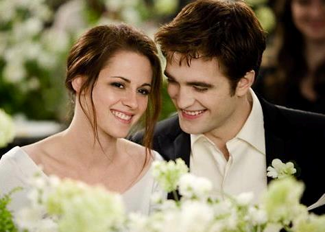 Mafuatano ya Twilight karatasi la kupamba ukuta containing a bridesmaid entitled Edward and Bella