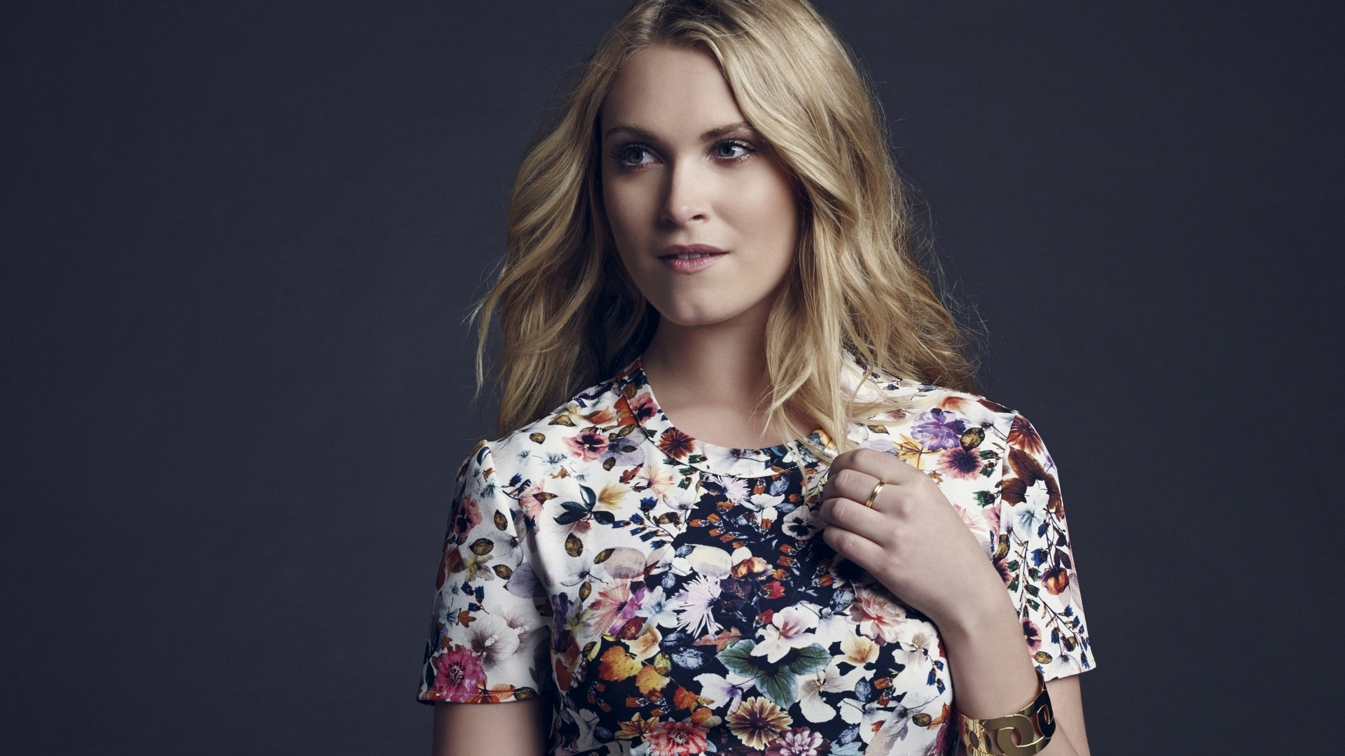 Eliza taylor in the november man 6
