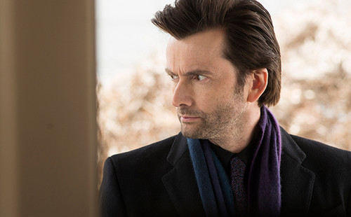 Netflix 壁纸 with a business suit titled First 照片 of Marvel's 'Jessica Jones'