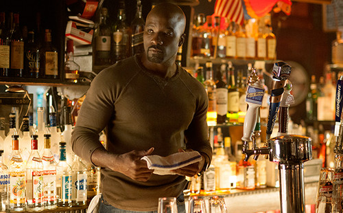 Netflix wolpeyper with a wine bar called First mga litrato of Marvel's 'Jessica Jones'