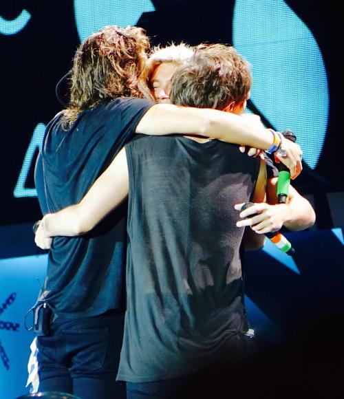 Group Hug One Direction Foto 38862348 Fanpop