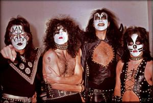 KISS ~Chicago, Illinois…November 8, 1974 (Hotter Than Hell tou