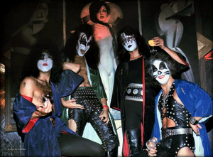 Kiss ~New York City…July 27, 1975 (Life Magazine фото Session-Ashley's Restaurant)