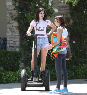 Kylie Jenner got her michael jackson oben, nach oben on and on segway in calabasas