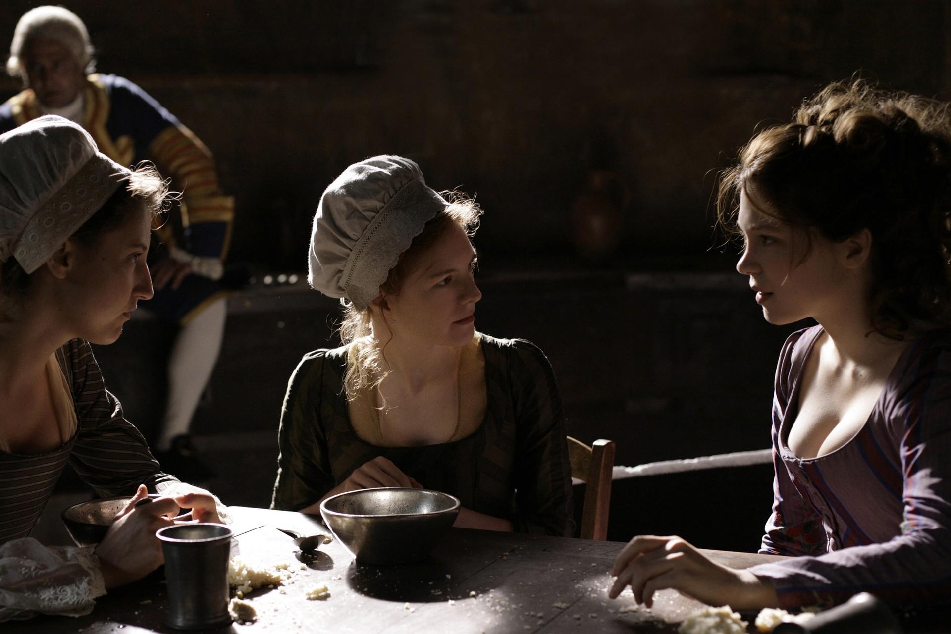 Lea Seydoux as Agathe-Sidonie Laborde in Les adieux à la reine / Farewell, My क्वीन