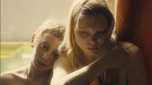 Lea Seydoux as Louise in L'enfant d'en haut / Sister