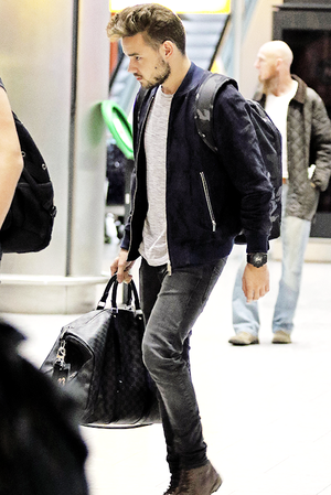 Liam arriving to Heathrow