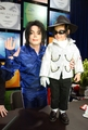 MJ signing Invincible ♥ - michael-jackson photo