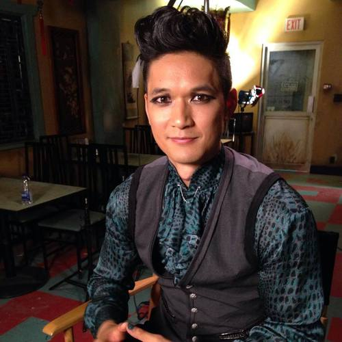 Shadowhunters TV ipakita wolpeyper probably with a pab and a kimono titled Magnus Bane