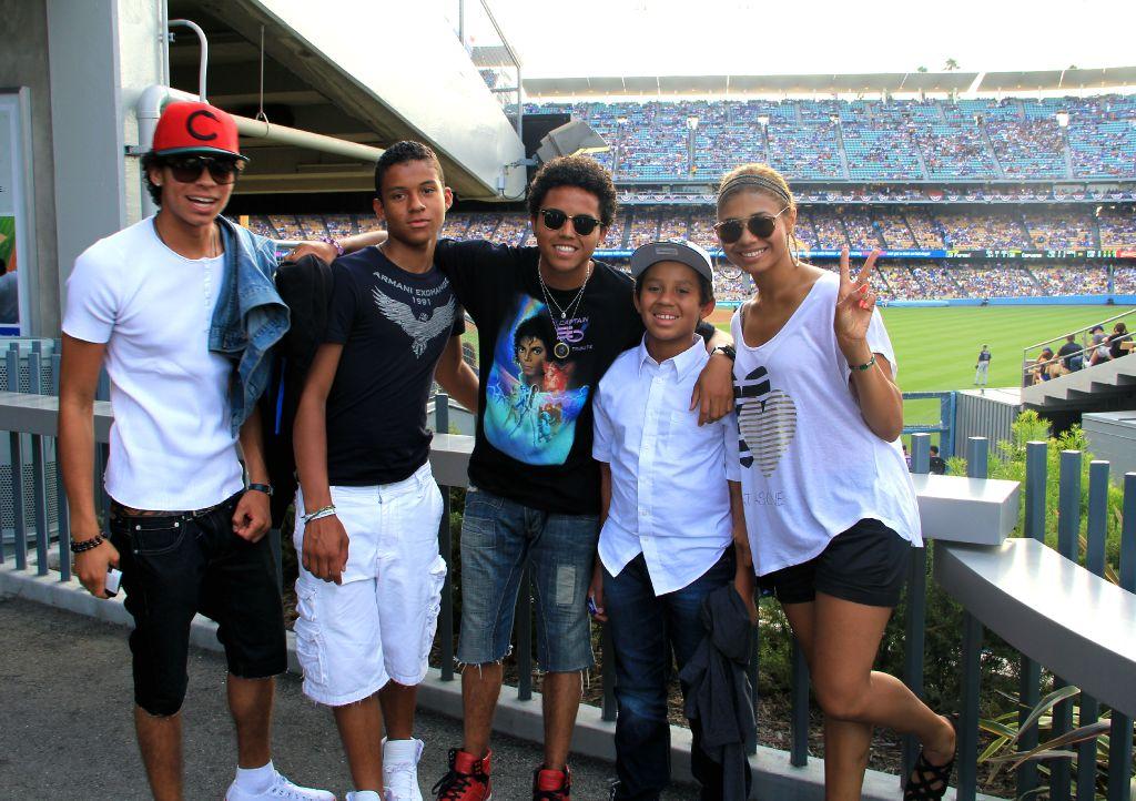 Michael jackson's nephews randy jr, jaafar, donte with MJ camicia on, jermajesty and niece genevieve