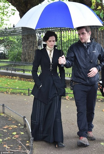 Penny Dreadful wallpaper containing a business suit called Penny Dreadful - Season 3 - Set foto