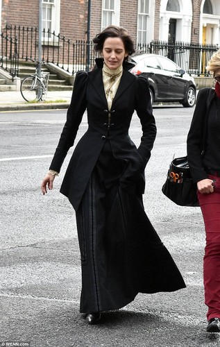 penny dreadful fondo de pantalla with a business suit called Penny Dreadful - Season 3 - Set fotos