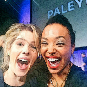 fotografia to Painting Emily Bett Rickards and Aisha Tyler