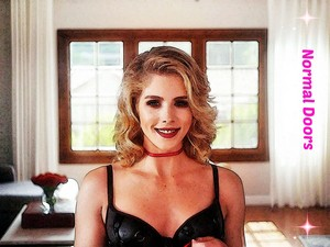фото to Painting Emily Bett Rickards