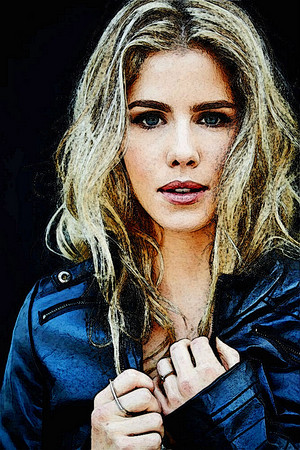 चित्र to Painting Emily Bett Rickards