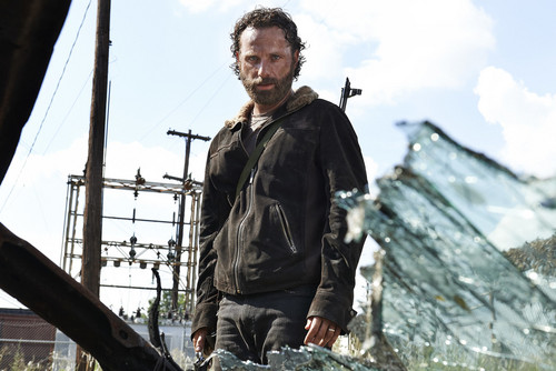 The Walking dead wallpaper possibly containing an alpinista called Rick Grimes