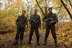 Samm Levine as Pfc. Hirschberg, Til Schweiger as Sgt. Hugo Stiglitz, Eli Roth as Sgt. Donny Donowitz
