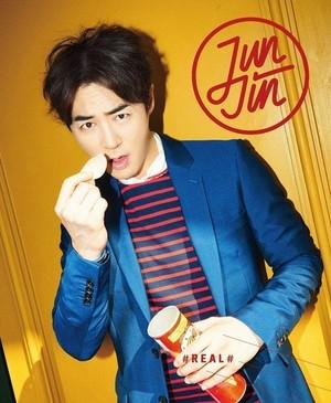 Shinhwa's Jun Jin Looks Like a Sweet Gentleman in New Solo Album chaqueta Image