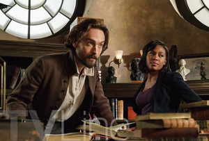 Sleepy Hollow - Season 3 - First Look at Ichabod and Abbie