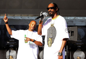 Snoop Dogg got his michael jackson sando on