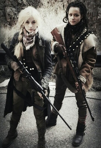 The Maze Runner Hintergrund with a schütze and a green baskenmütze entitled Sonya and Harriet