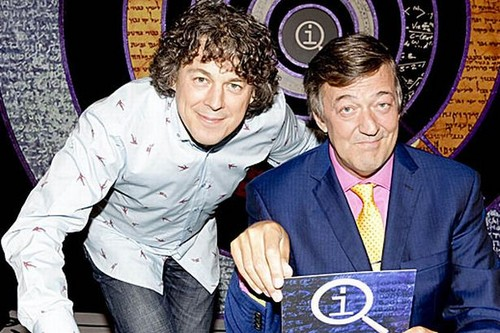 QI wallpaper with a business suit titled Stephen Fry and Alan Davies